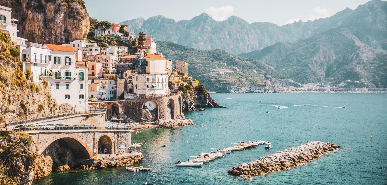 Blick auf eine der Städte an der Amalfiküste